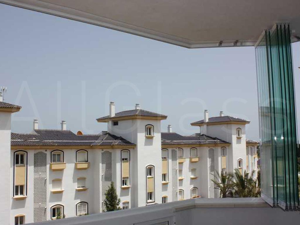 Vetrate scorrevoli napoli vetrate impacchettabili napoli for Arredo terrazzo napoli