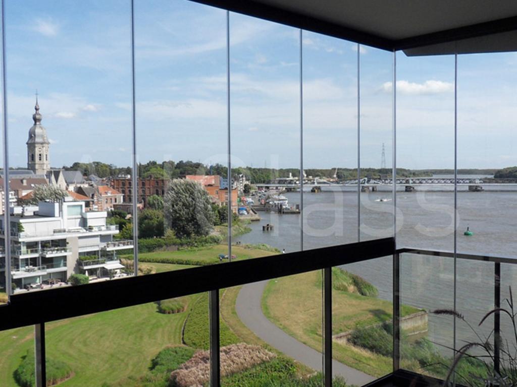 Verande scorrevoli per balconi persiana scorrevole with for Le belle vetrate scorrevoli