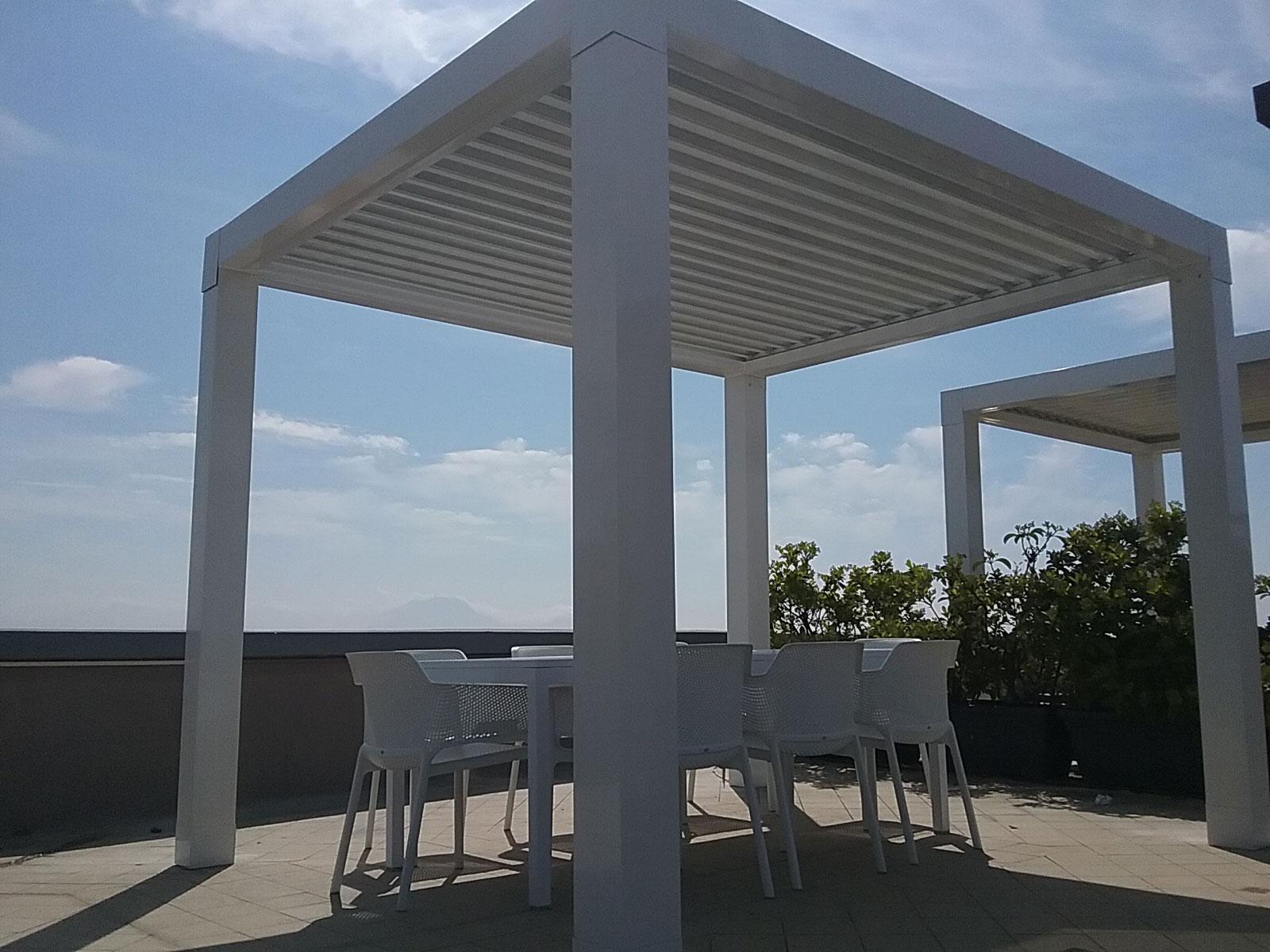 Privato napoli pergola bioclimatica de vivo mod dama for Arredo terrazzo napoli