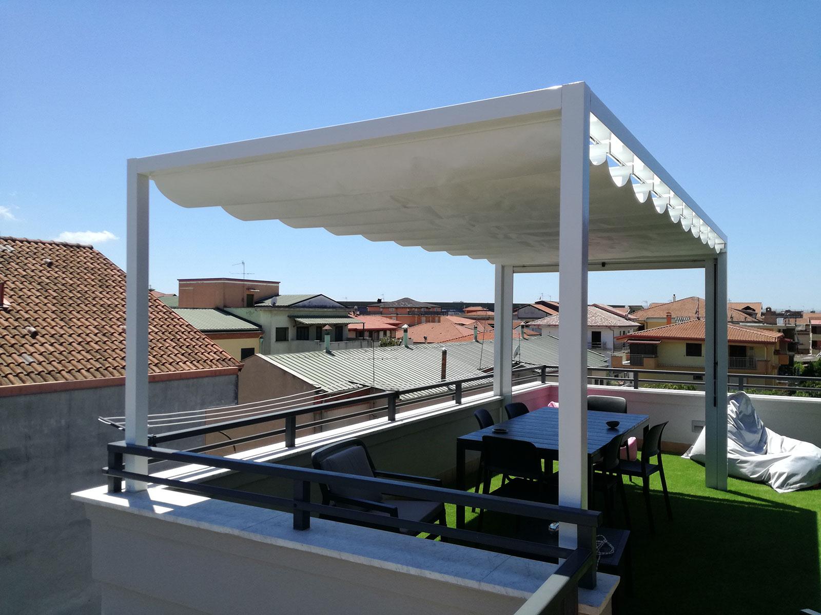 Privato trentola ducenta gazebo de vivo mod summer 80 for Arredo terrazzo napoli